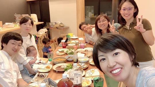 10/31に食べトレランチ会をおこなっていただくゆきのさん!@yukinohasegawa 色々今後の子ども食堂をオープンするの夢に向かって動いている方です!ゆきのさん本日の夜ご飯会に遊びにきてくれました 次回の居酒屋は、10/27 13時〜18時オープンですよー!ご来店お待ちしています!色々なご縁がつながる居酒屋です!夕方17:30カフェ『縁en』オープン!!急きょ集まった素敵なメンバー♪仕事の話や夢の話し…温もりのある八景市場で、初めましてなのに話が尽きない温かい時間でした。釧路のほっけ、デカっ!うまっ!!#ママ #ママさん #お母さん #ママさんと繋がりたい #ママ夢ラジオ #ママ夢ライブ#メディア #発信 #プロデューサー #ラジオ番組  #子育てママ #子育て支援  #ママイベント #レンタルスペース  #金沢八景  #八景市場 #磯子区 #金沢文庫 #コミュニティスペース #金沢区居酒屋 #能見台 #シェアスペース #お酒好き #金沢区ママ #コミュニティカフェ#居酒屋 #金沢区  #異世代交流