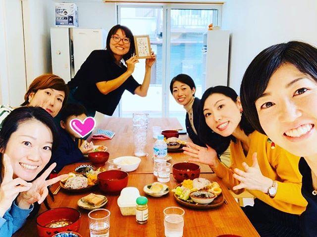 【普通に食べていたら病気になる時代】食べトレインストラクター長谷川ゆきのさん@yukinohasegawa 2025年には2人に1人が鬱になる時代…ちょっとホラーな話もしましたがこれが現実なんです。しかし、ほんの少し食事を変えるだけ子ども達の未来は変わる!そう信じています!!  横浜市金沢区にある気持ちの良い場所「八景市場」にて食べトレランチ会を開催しました。@hakkeiichiba  食を大切に想い、子ども達の明るい未来を願うお母さん達。こんな素敵で夢を持ったお母さん達が増えると確実にお子さんも変わりますね!  話を進めるうちに表情がだんだんと明るいなっていくのを感じ嬉しかったです。Cafe『縁en』の美味しいランチで話も弾み、ご縁を感じる温かい参加者の皆様との学びはとても幸せな時間でした。  食の話となるとついつい面倒くさ〜い!となってしまいますが食は大事!と気軽に話し合える仲間を増やしていきましょう♪ご参加くださった皆さま、ありがとうございました。  食べトレ・インストラクター食べトレベイビーズ講師長谷川 ゆきの@yukinohasegawa #カフェ#カフェランチ#ランチ#横浜カフェ#カフェレッスン#ワークスペース募集#レンタルスペース#ワークショップ講師募集#金沢文庫#ハンドメイド#ワークショップ#ワークショップ受付中#ワークショップ横浜#子育てママ#金沢区ママ#磯子区ママ #子連れワークショップ #オシャレカフェ#金沢区カフェ#磯子区カフェ #横浜 #新杉田 #能見台 #金沢文庫 #野球選手 #食育 #食べトレランチ会 #食べトレ